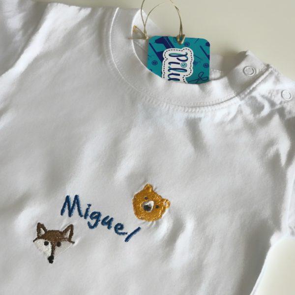 Camiseta con nombre bordado para bebés