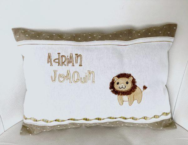 Cojín bordado para bebé