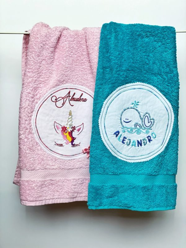 Toalla bordada para niños