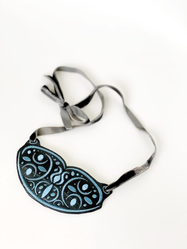collar con materiales reciclados Black Julia